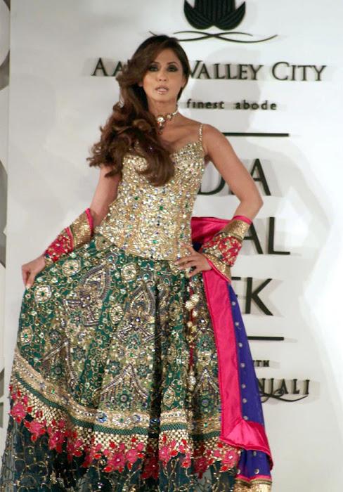 Urmila-Matondkar-Ramp-For-Bridal-Fashion-Week-15.jpg?urmila-matondkar-rfor-bridal-fashion-week-unseen-pics