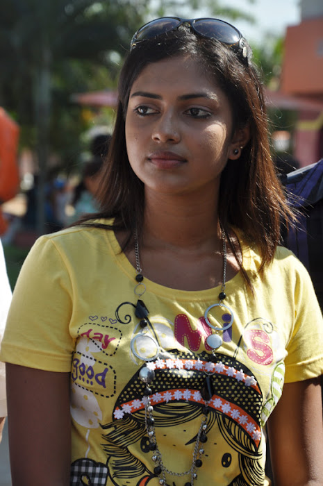 amala paul at mynaa bus event hot images