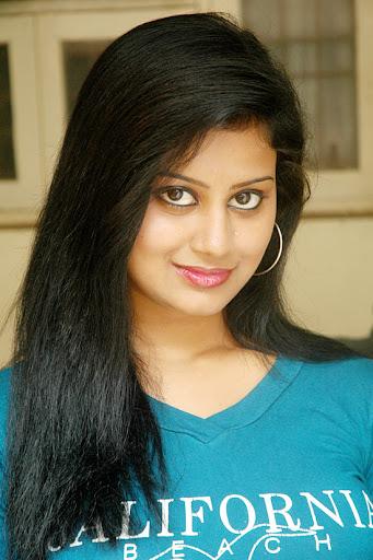 independence day movie actress. Moolakkadai Murugan Movie