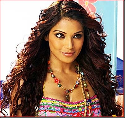 2bipasha basu sexy bollywood actress pictures 230310