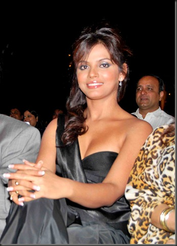 Neetu Chandra sexy bollywood actress pictures220310