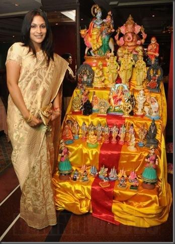 Aishwarya Dhanush inaugurates golu @ Park Sheraton - images 04