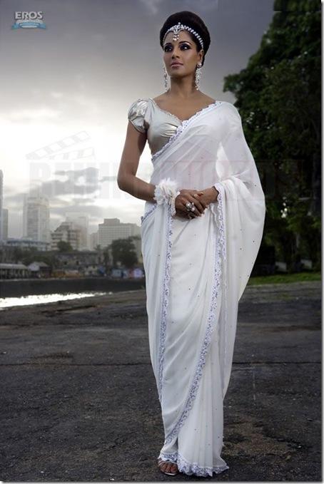 01 Bipasha Basu sexy look in Pankh