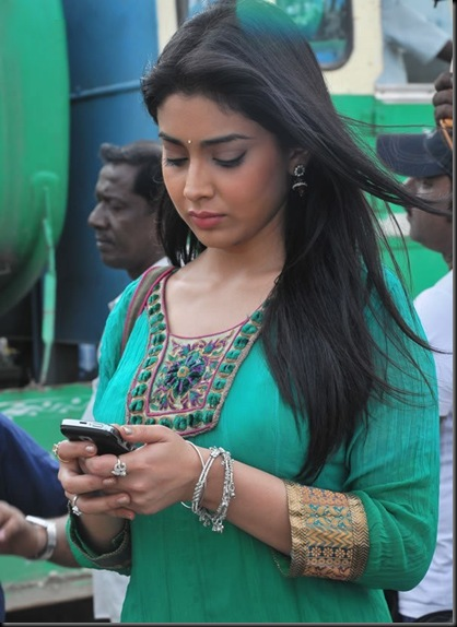 Shriya-at-Rowthiram-Shooting-Spot-Stills-005