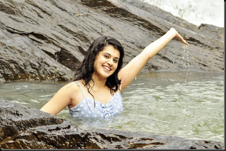 Tapsee in Vandhan Vendran First Look Photos11