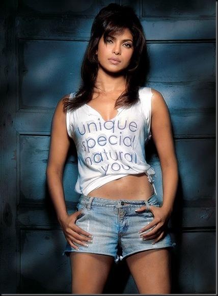 Priyanka-Chopra-hot-pose