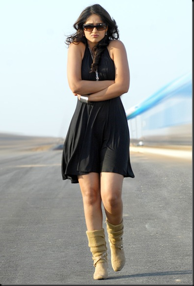 ileana hot in balck mini skirt