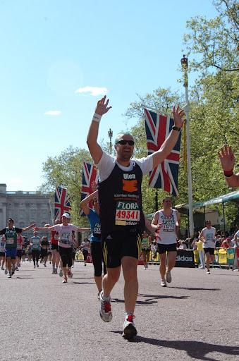 Ulen finishing the 2009 London Marathon