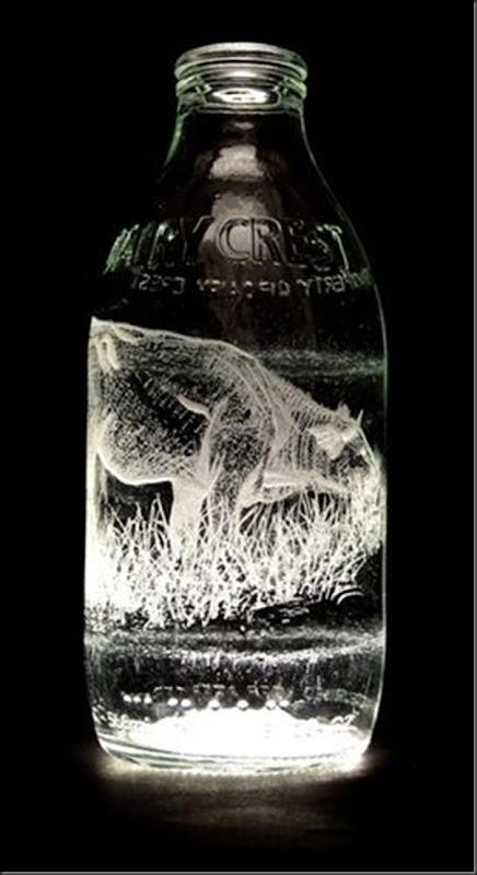 Arte na garrafa de leite por Charlotte Hughes-Martin
