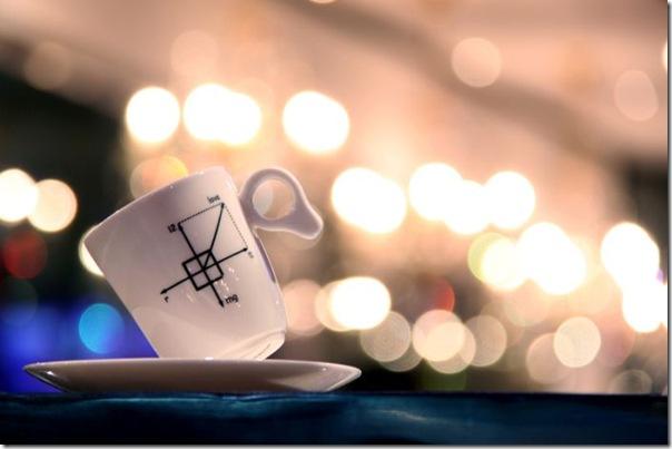Xícara de Café perfeitamente equilibrada no pires (3)