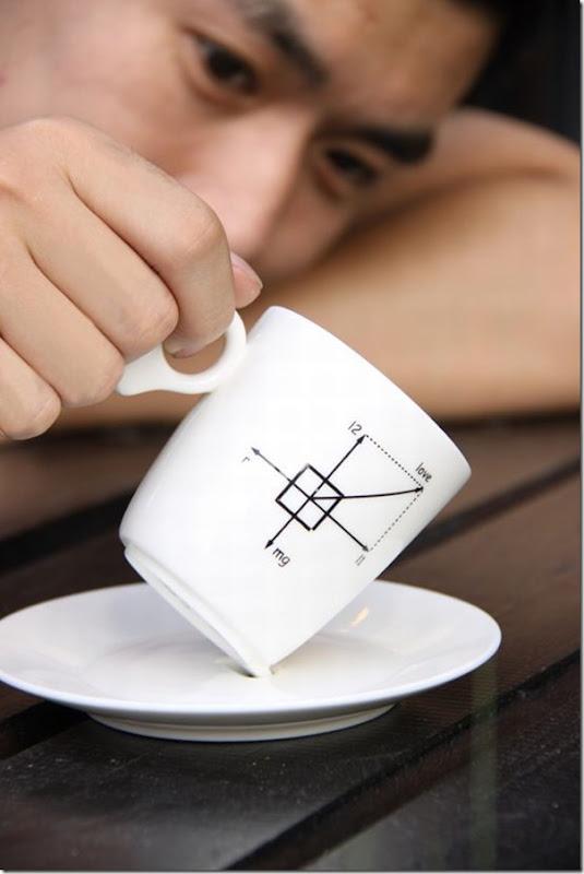 Xícara de Café perfeitamente equilibrada no pires (1)