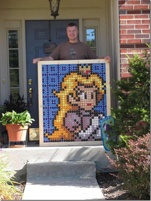 Princesa Peach do jogo Super Mario feita com tampinhas de garrafa pet