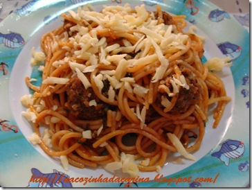 espaguetti-com-almondegas