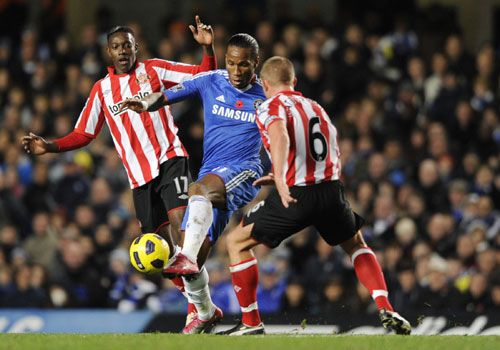 Didier Drogba tries to find a way through Danny Welbeck and Lee Cattermole, Chelsea - SunderlandAdd a Caption
