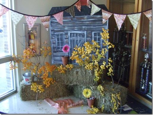 Queenie Eileenie Hillbilly Hoedown Decorative Details