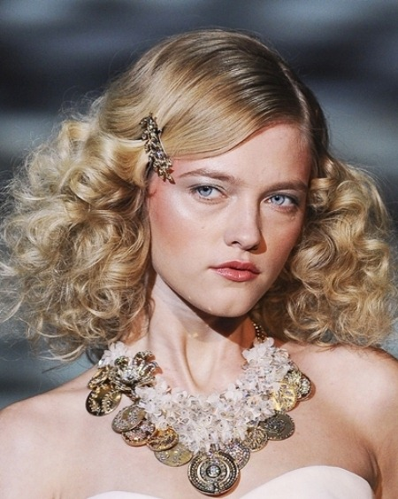 1c7f0_hair-trends-2011-side-pinned-strands-Badgley-Mischka