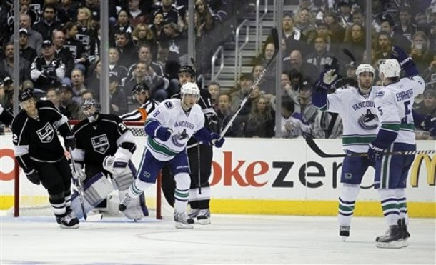 canucks_kings_game4_6.jpg