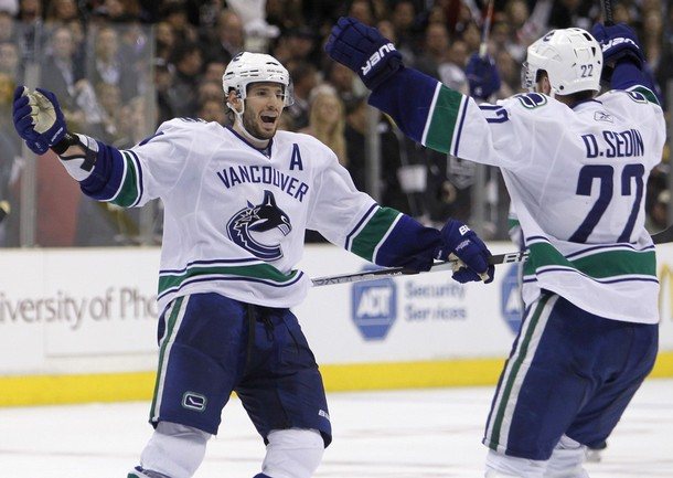 canucks_kings_game4_8.jpg