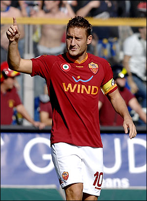 Totti-suspended-for-4-cup-games.jpg