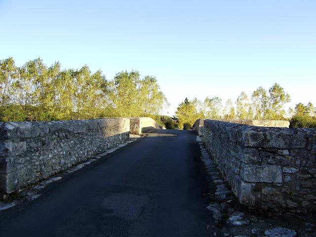 Pont fortifié Pont%20St-Savin%20%281%29