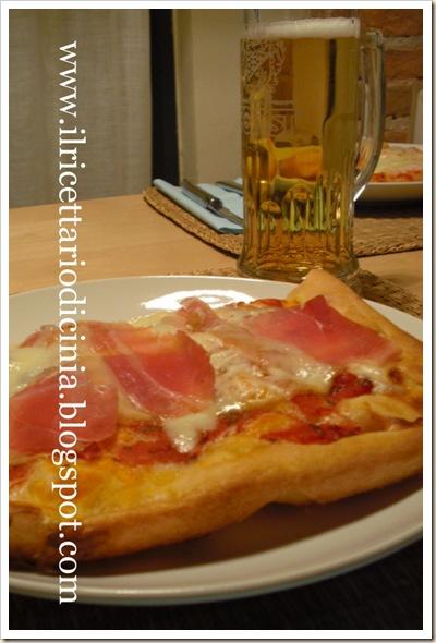 Pizza scamorza e speck