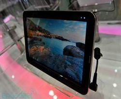 LG Tablet Honeycomb Android Demo on Motorola Tablets