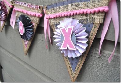 xoxo banner close