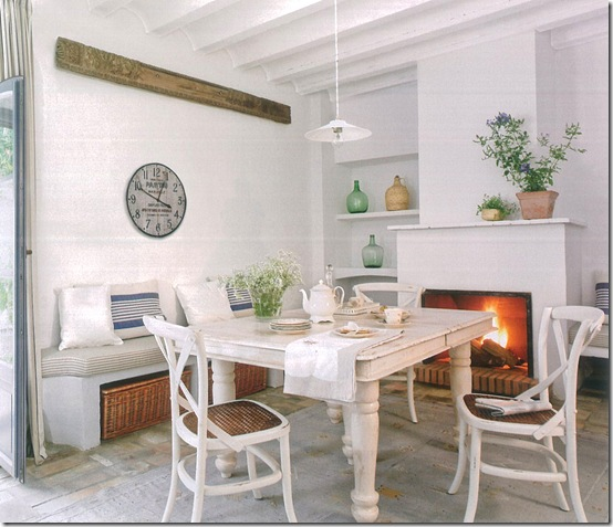 Casa de Valentina - mesa jantar e lareira