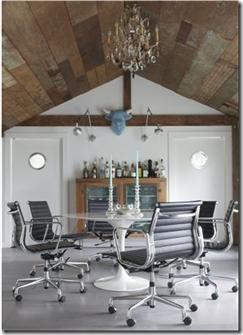 Casa de Valentin - decor de Michael Pertenio - cadeiras de escritório no jantar, bem moderno e confortável