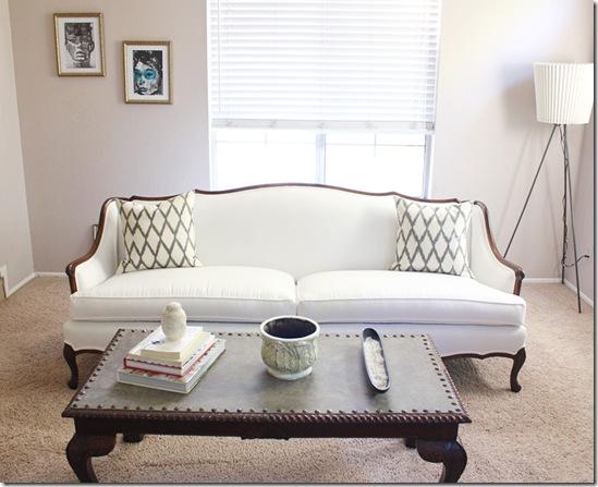 Casa de Valentina - via Made by Girl - sofá antigo lindo!