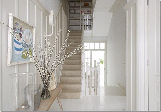 Casa de Valentina - via Katy Elliott - hall branco