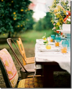 Casa de Valentina - via Style Me Pretty - diversas cadeiras