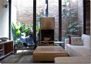 Sala do designer de móveis Fernando Jaeger fotografada por Fernanda Petelinkar