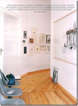 Casa de Valentina - corredor com quadros