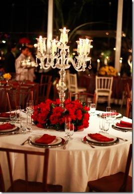 www.casadevalentina.com.br - via Objetiva Fotos - mesa vermelha e toalha branca