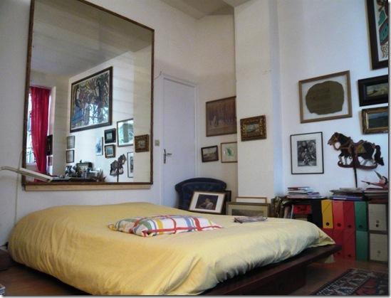 Casa de Valentina - quarto com espelho na cabeçeira