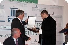 Horacio Gonzalez Recibe una Placa de Manos del Intendente