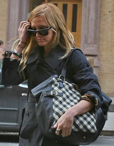 ashlee-simpson-downtown-ysl