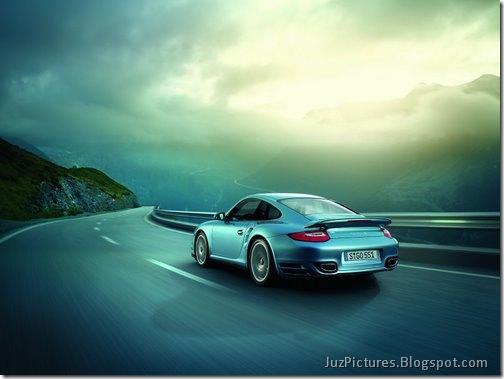 2011-Porsche-911-Turbo-S-5