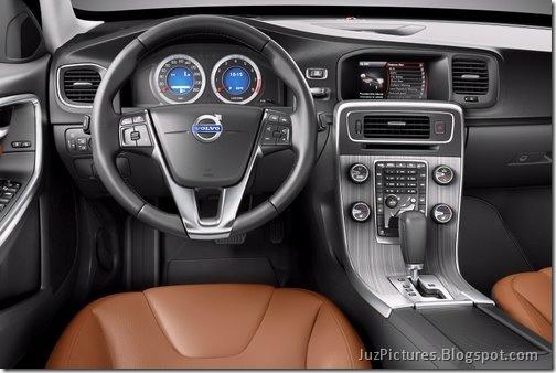 2011-Volvo-S60-Sedan-39
