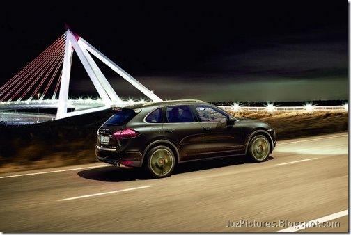 2011-Porsche-Cayenne-SUV-120