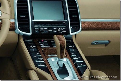2011-Porsche-Cayenne-SUV-126