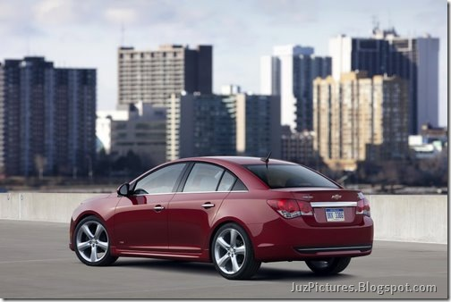 2011-Chevy-Cruze-RS-16