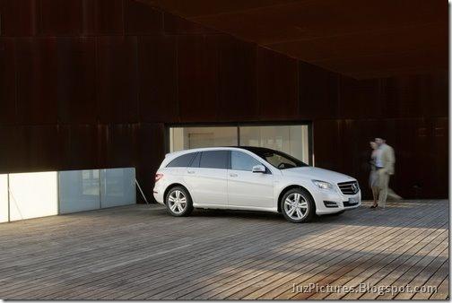 2011-Mercedes-R-Class-3