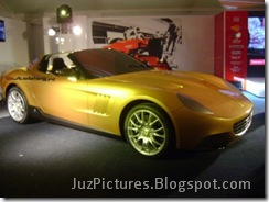pininfarina-golden-ferrari-front-right