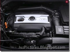 2009_Skoda_Superb-Engine