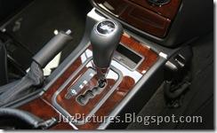 2009_mercedes_benz_g550_gear
