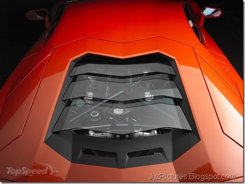 2012-lamborghini-aventado-engine-bay-closed