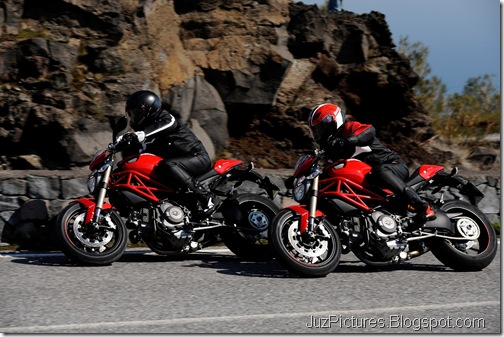 2012_Ducati_Monster_1100_Evo_2