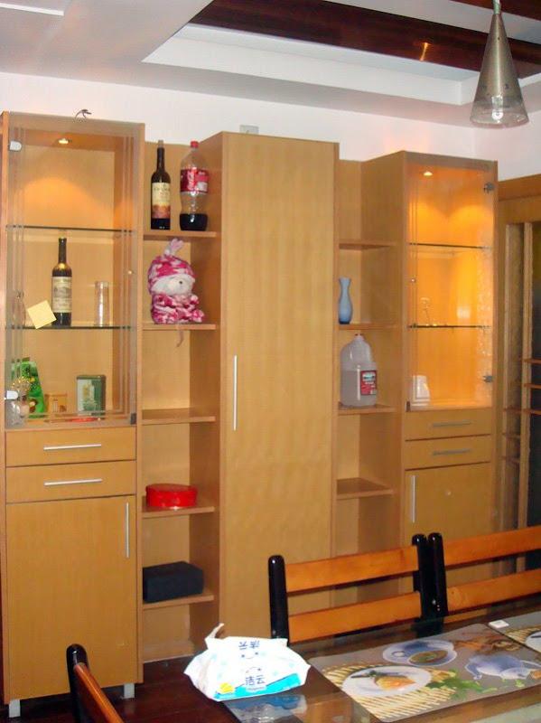 万万、老包、娟姐、李总在杭州竞舟路房子的饭厅